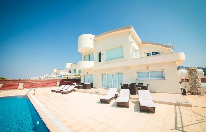 "Villas in Cyprus – the ""CAE Bay"""